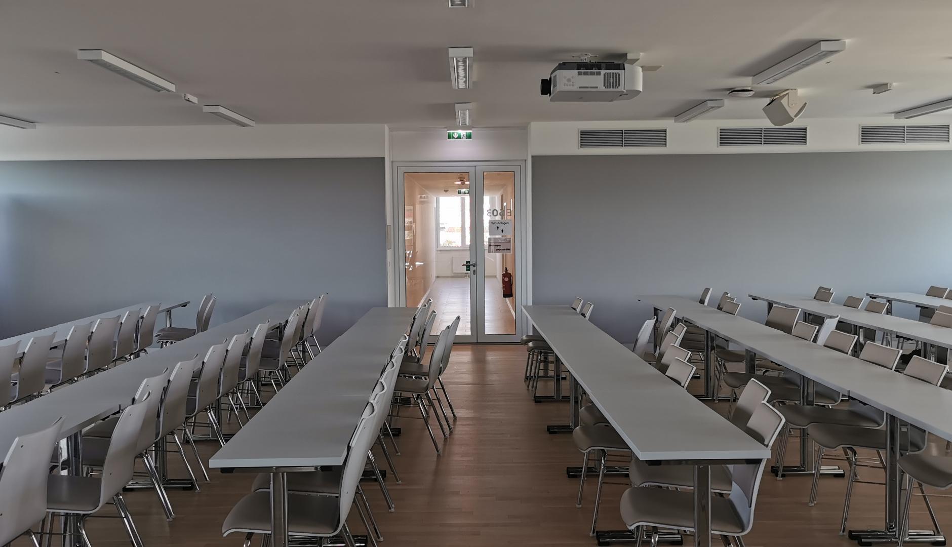 Wandabsorber und Akustikplatten in der Universität, Wien